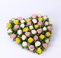 Corazón de rosas variadas