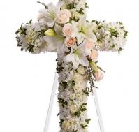 Cruz de liliums blancos