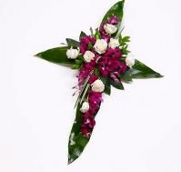 Cruz de rosas y orquídeas